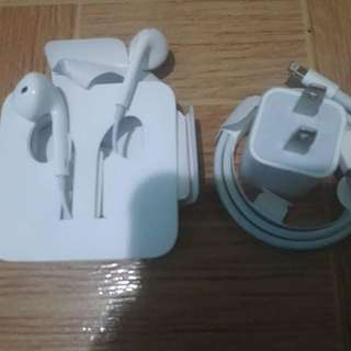Iphone and Ipad Chargers / headset original