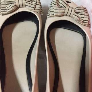 Authentic slightly used melissa shoes size 8 👍👍👍