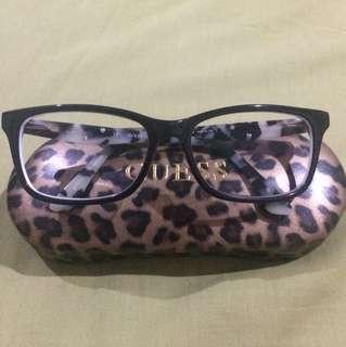 Kacamata Guess