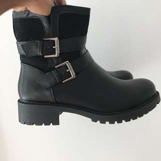 Ankle combat boots brand new , bought a size to big (size7)