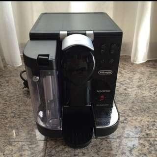DELONGHI NESPRESSO COFFEE MACHINE