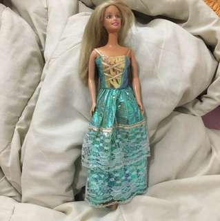 Long gown for barbie doll