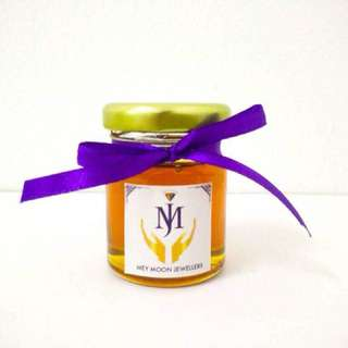 Honey in a jar wedding favor