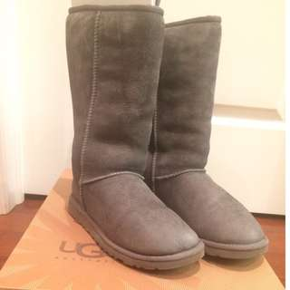 UGGS grey tall boots size 6