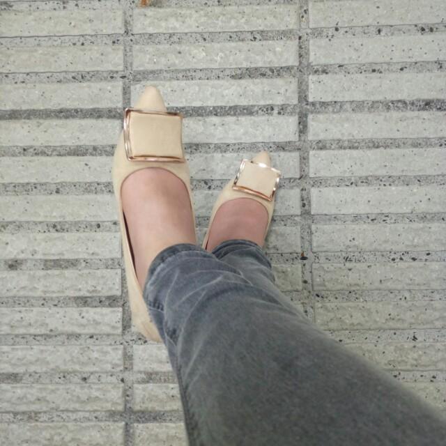 米色尖頭低跟鞋35號(含運郵寄
