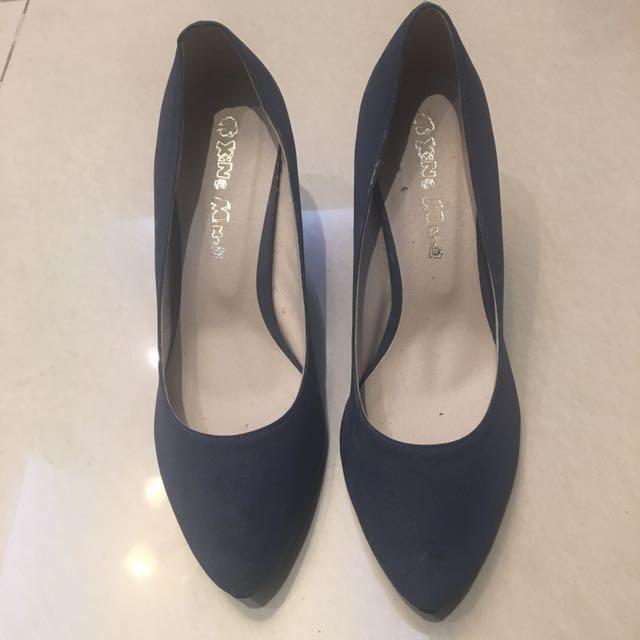 38 深藍色短跟高跟鞋