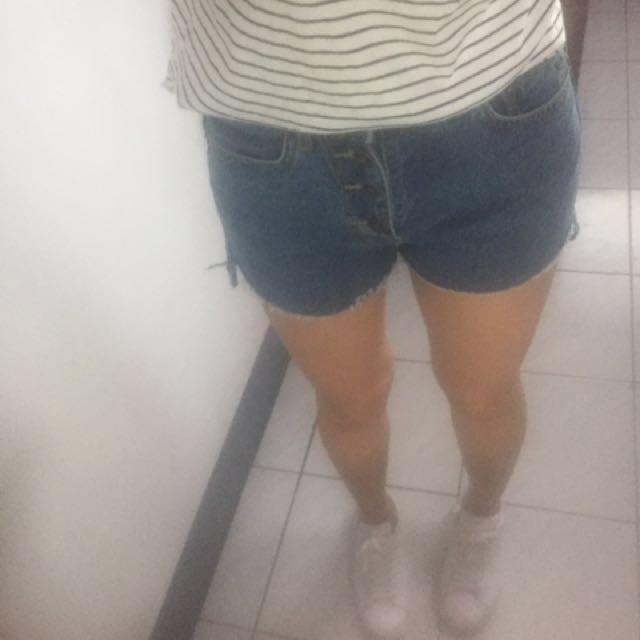 深藍色排扣牛仔短褲