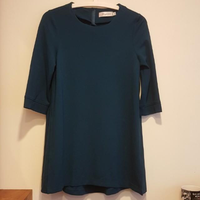 孔雀藍七分袖寬版上衣