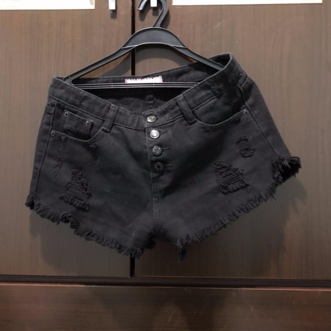 四排釦短褲