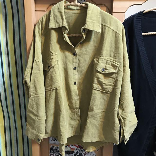 芥黃厚料寬版前短後長襯衫