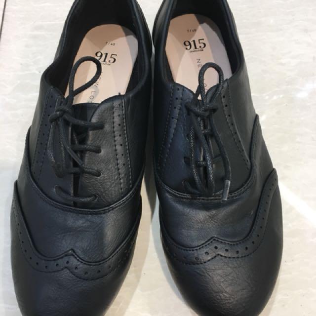 英倫風 全黑雕花皮鞋
