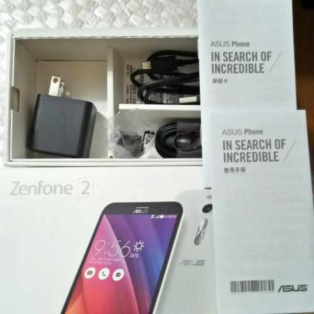 ASUS-Zenfone 2(ze550ml)-白色,二手使用兩年左右,功能一切正常,保存約九成新,白色外殼有些許使用痕跡,完美主義者請勿購買,簡配。