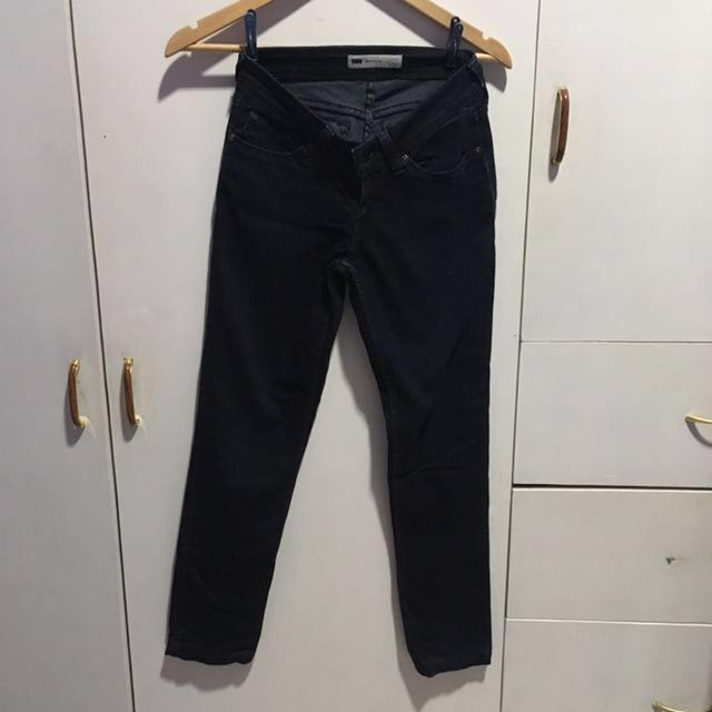 Authentic Levis Low Rise Skinny