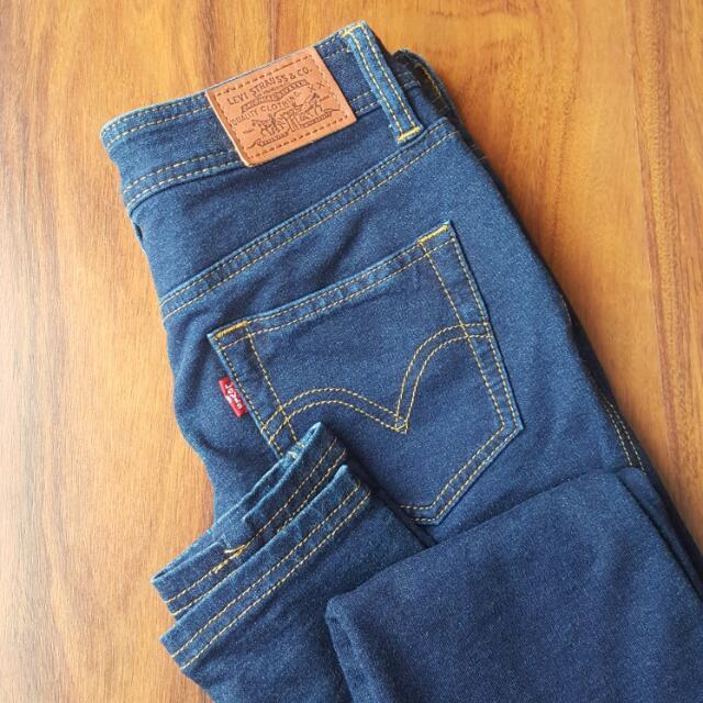 Authentic Levis Size 6-8 Jeans