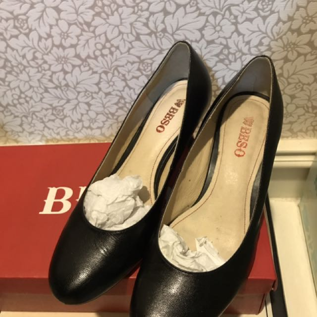 Beso專櫃黑色真皮短跟鞋