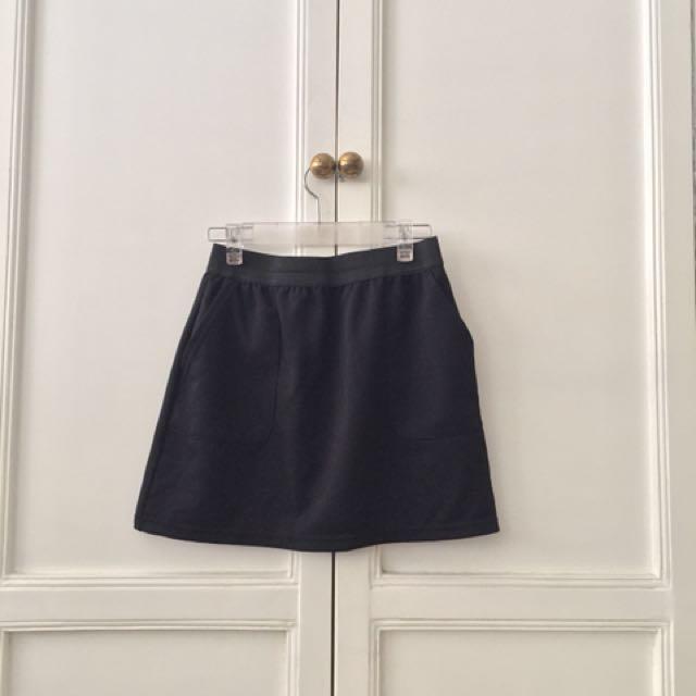 Black skirt with side pocket