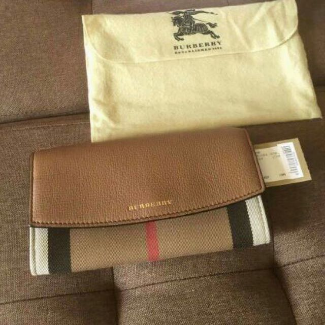 Burberry wallet with tag 💯Authentic