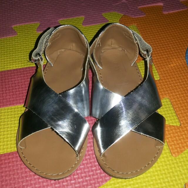 Crazy 8 sandals