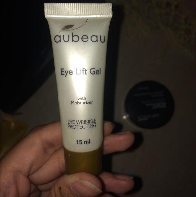 Eye lift gel (pelembab mata) masih sisa 85%