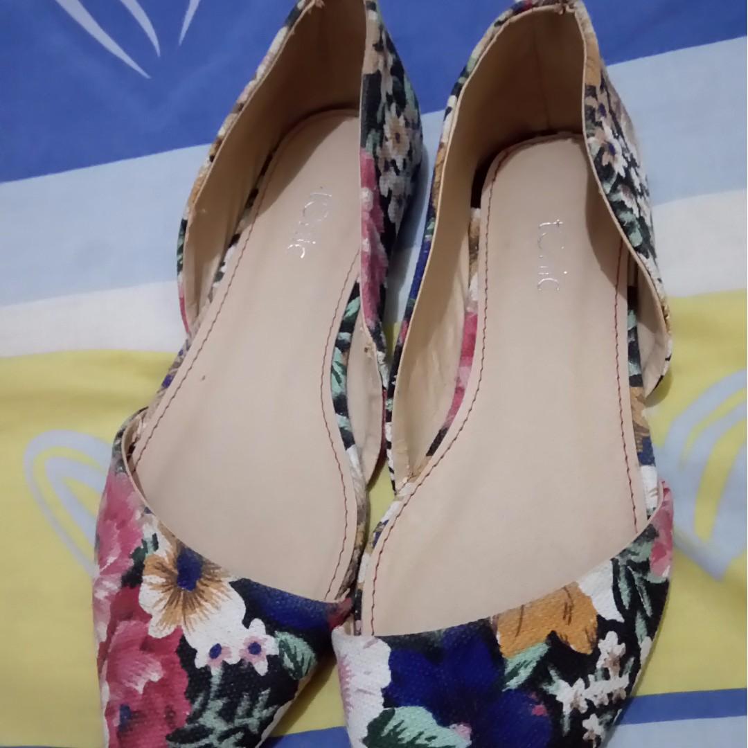 Flat floral shoes