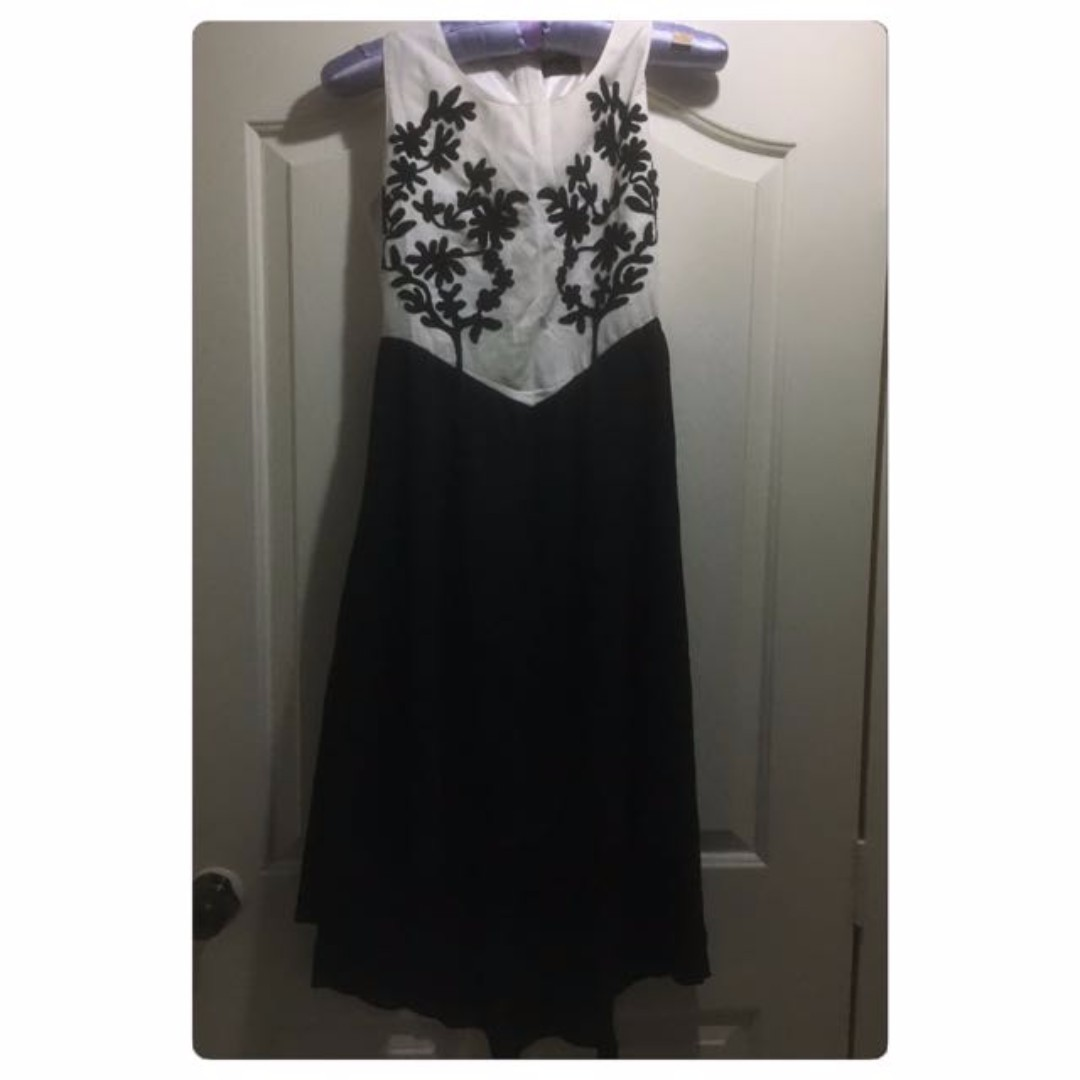 FREE NM - NEW Black & WHITE Embroidery  Flower Pretty Chiffon Sleeveless Dress