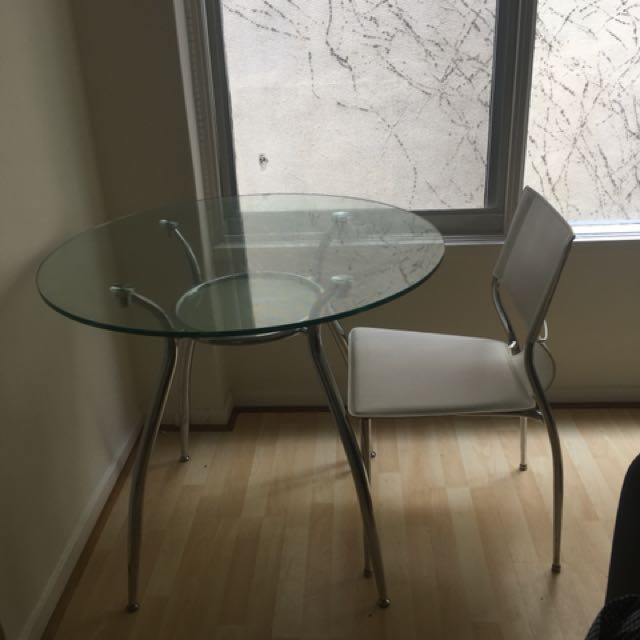 Glass dining table +3 or 4 chairs