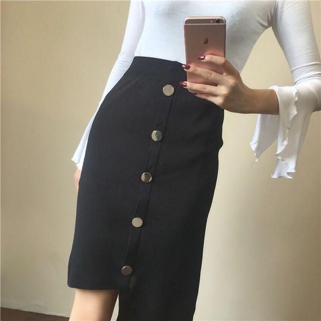Knite skirt button