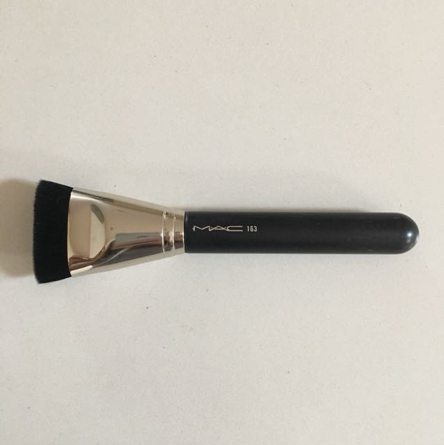 MAC contour brush - like new!