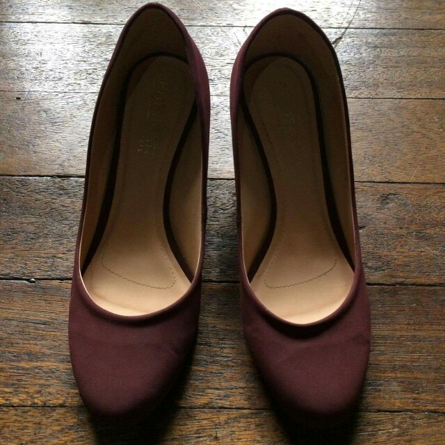 Free SF! Maroon Wedge