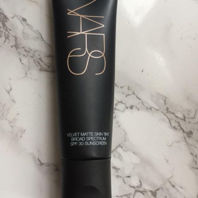 NARS velvet matte skin tint FINLAND light 1
