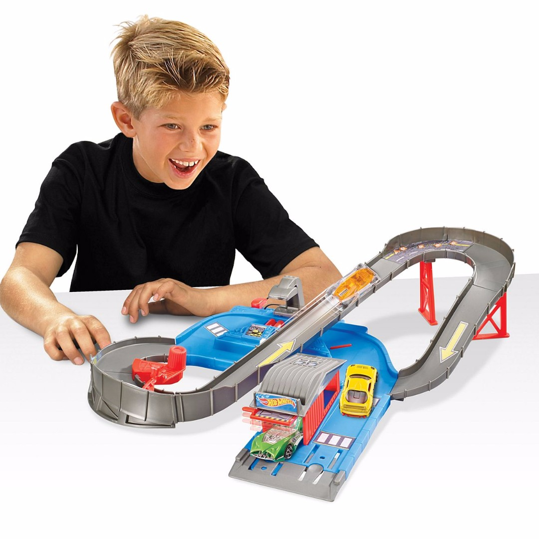 (PL) Hot Wheels City Speedway DTN00 Play Set (Includes one Hot Wheels® 1:64-scale vehicle)