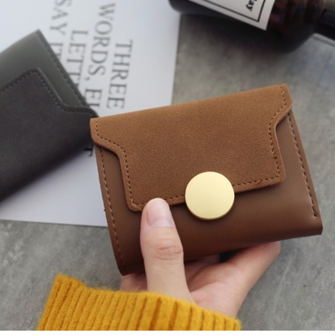 Simple Round Buckle Short Wallet