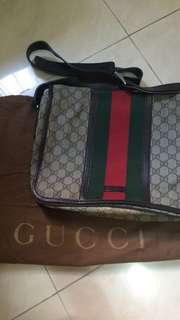 Gucci 斜肩袋