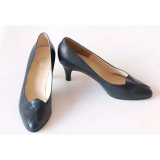 Lady leather shoes. Leather upper, leather sole. Handmade by Benland Shoes in HK. Samples. Christmas ball. X'Mas party. Size 35.