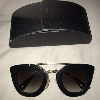 Prada sunglasses 💯authentic