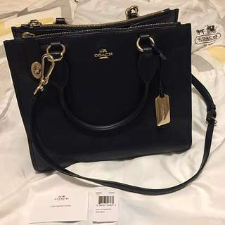 Authentic Coach model 33545 Carryall Smooth Leather Handbag In Black