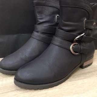 🚚 二手短靴 尺寸23(無鞋盒)