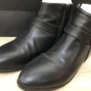 🚚 二手踝靴 尺寸23 (無鞋盒)