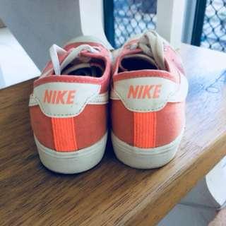 US7 Peach Nike Shoes