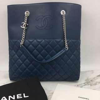Card number 23 CHANEL Tote Chain Bag ( Navy Blue + Sliver Hardware)