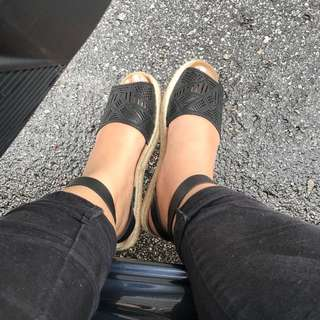 BETSY ANKLE STRAP FLATS
