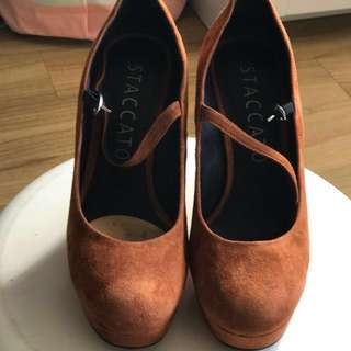 Staccato Suede Shoes Size 35 - insole 22cm