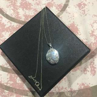 Michael Hill locket necklace
