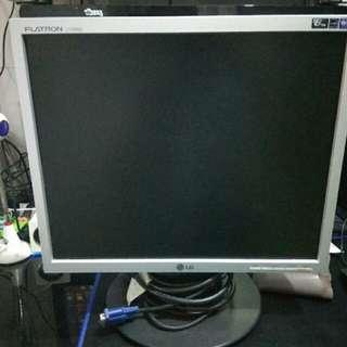 LG17寸電腦顯示器