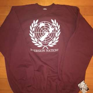 Maroon eversion crew neck