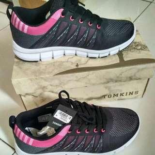 Sepatu Tomkins (Running Shoes)