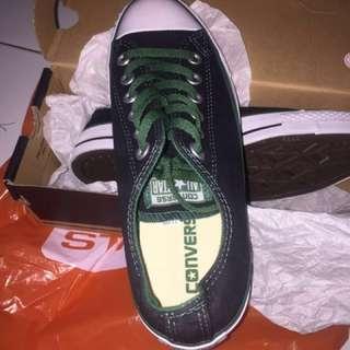 Sepatu Converse & Tomkins