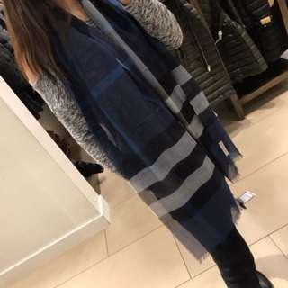 英國購入 Burberry wool silk check scarf