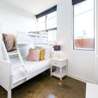Share room in luxury new home