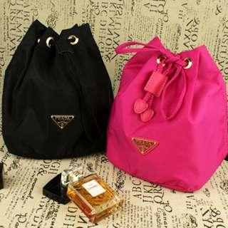 全新Prada Gift Makeup Pouch Bag 大容量化妝袋束繩袋索繩袋